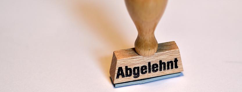 Abgelehnter Asylantrag – was nun? (Foto: dpa/Ralf Hirschberger)