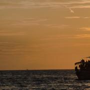 "Buchprojekt ""Todesursache: Flucht"" (Symbolfoto mit Flüchtlingsboot) (Foto: Andreas Kroyer – stock.adobe.com)"