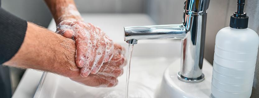 Hygienemaßnahmen zur Vorbeugung gegen das Coronavirus (Foto: Maridav – stock.adobe.com)