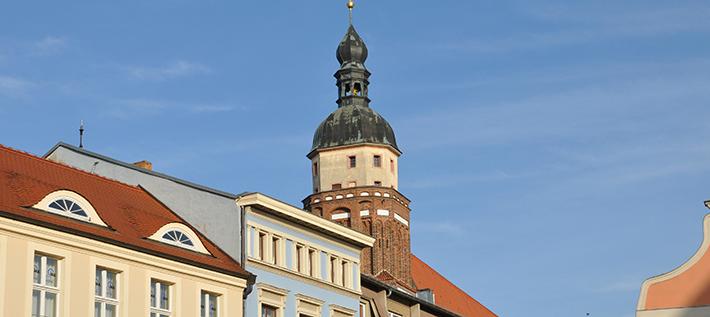 Cottbus bekennt Farbe: Sternmarsch zur Oberkirche (Foto: Buesi – stock.adobe.com)