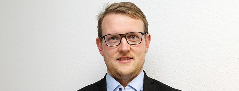 """Dr. Matthias Quent stellt sein Buch """"Deutschland rechts außen"""" in Potsdam vor (Foto: picture alliance/Bodo Schackow)"""