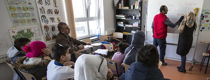 Förderung für Alphabetisierungskurse durch das Ministerium für Bildung, Jugend und Sport (Foto: picture alliance/Ulrich Baumgarten)