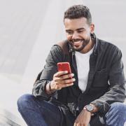 Telefon und Internet als Verbraucherthemen in der Migrationsarbeit (Foto: kite_rin – stock.adobe.com)