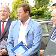 Finanzminister Görke (Mitte) besucht das Ankunftszentrum (Foto: MdF)