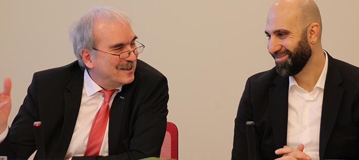 Martin Gorholt und Ahmad Mansour stellen das neue Projekt zur Islamismus-Prävention in der Staatskanzlei vor (Foto: Tolerantes Brandenburg/Finn Drescher)