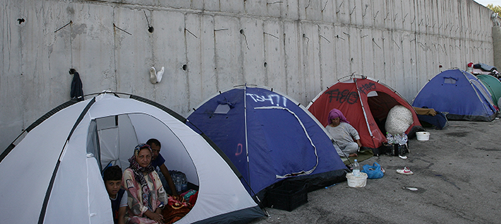 Obdachlose Flüchtlinge nach dem Brand auf Lesbos (Foto: NurPhoto / Grigoris Siamidis)