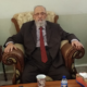 Martin Gorholt spricht mit dem weltlichen Oberhaupt der Yeziden, Mîr Tahsin, über die aktuelle Situation der religiösen Minderheit im nördlichen Irak