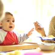 MehrGenerationenHaus – Besuch zum Weltflüchtlingstag (Foto: Screenshot youtube.de / Landesarbeitsgemeinschaft der Mehrgenerationenhäuser)