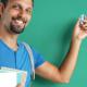 Abschlusszertifikate für Refugee Teacher – Symbolbild (Foto: Romario Ien – stock.adobe.com)