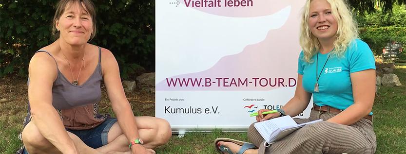 Vera Hellberg (links) beim Interview mit Ida vom B-Team