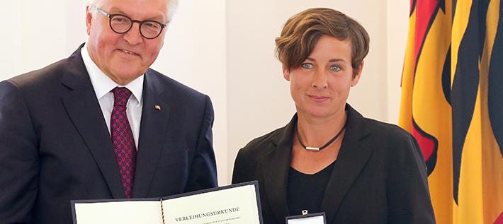 Bundespräsident Frank-Walter Steinmeier und Juli Zeh (Foto: dpa/Wolfgang Kumm)