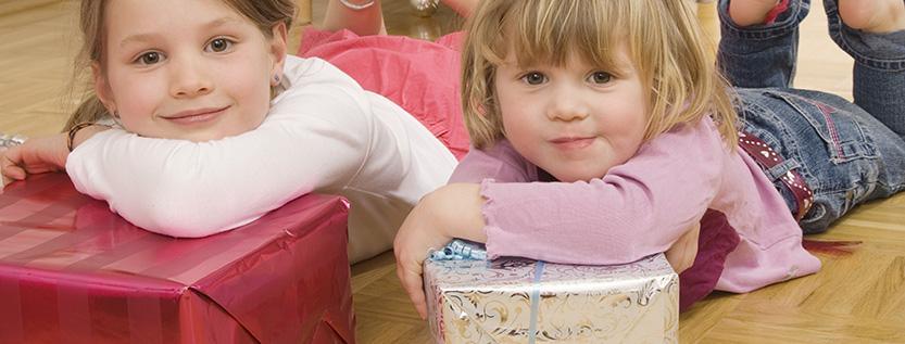 kinder spenden f r kinder hunderte weihnachtsp ckchen. Black Bedroom Furniture Sets. Home Design Ideas